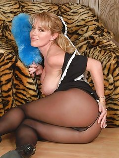 Moms in Pantyhose Pics